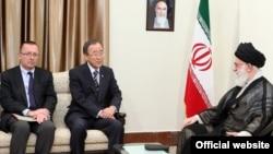 جفری فلتمن، دپیلمات کهنهکار آمریکایی، و آیتالله خامنهای در دو سوی دبیرکل سازمان ملل