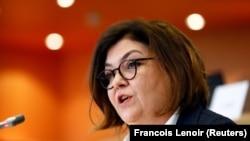 """Adina Vălean, Comisarul European pentru Transporturi, a fost criticată dur de alți politicieni europeni pentru declarațiile sale """"naive și inacceptabile"""" despre zborul deturnat de autoritățile din Belarus. Acesteia i s-a cerut demisia."""