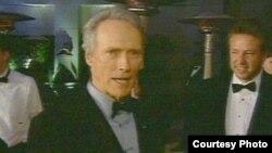 «Иствуд занял совершенно новую нишу и начал разрабатывать золотую жилу так называемого постмодернистского вестерна, в котором все столь же в шутку, сколь и всерьез»