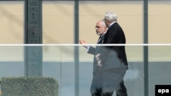 Iranian Foreign Minister Mohammad Javad Zarif (L) talks with Russian Deputy Foreign Minister Sergei Ryabkov during a new round of Iran nuclear talks, in Lausanne, March 28, 2015.