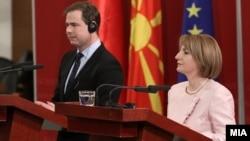Данскиот министер за европски прашања Николаи Вамен се сретна со вицепремиерката за европски прашања Теута Арифи во Скопје.