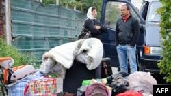 Etnici romi la Roubaix, înainte să fie expulzaţi de poliţia franceză