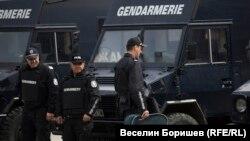 Освен за охрана на дипломатически обекти и протести, през годините жандармерията е ползвана и при масирани акции срещу битовата престъпност, включително краденето на череши