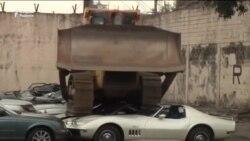 Филиппинда ўғринча йўллар билан келтирилган автомобиллар мажақланди