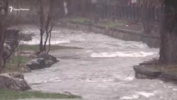 Сброс воды из Симферопольского водохранилища в Салгир (видео)