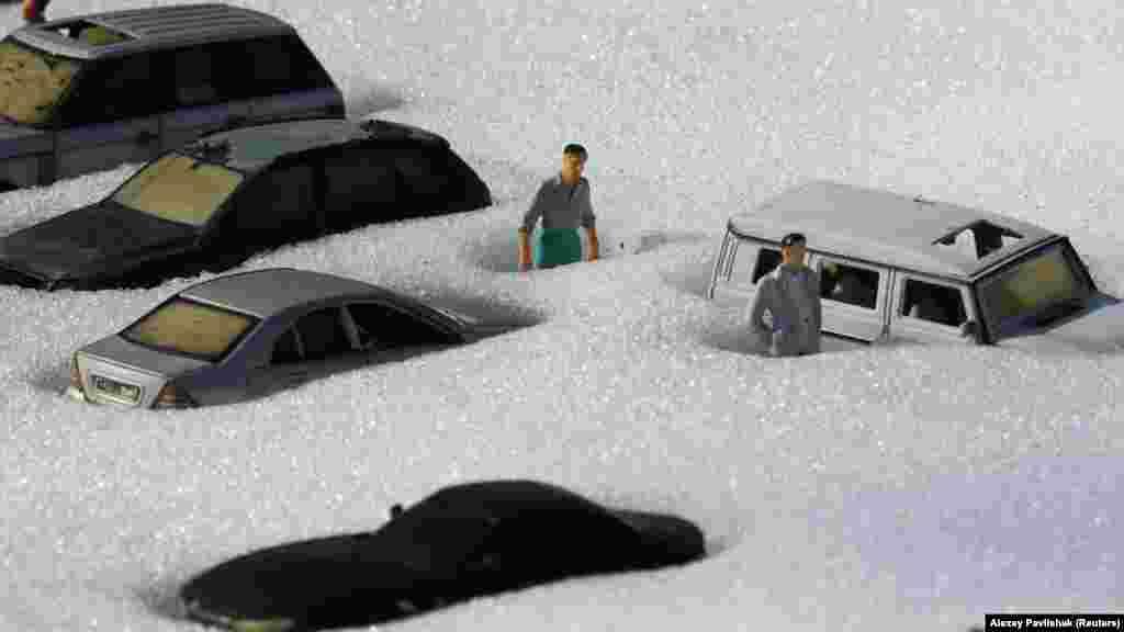 «Парк мініатюр» у Бахчисараї засипало снігом