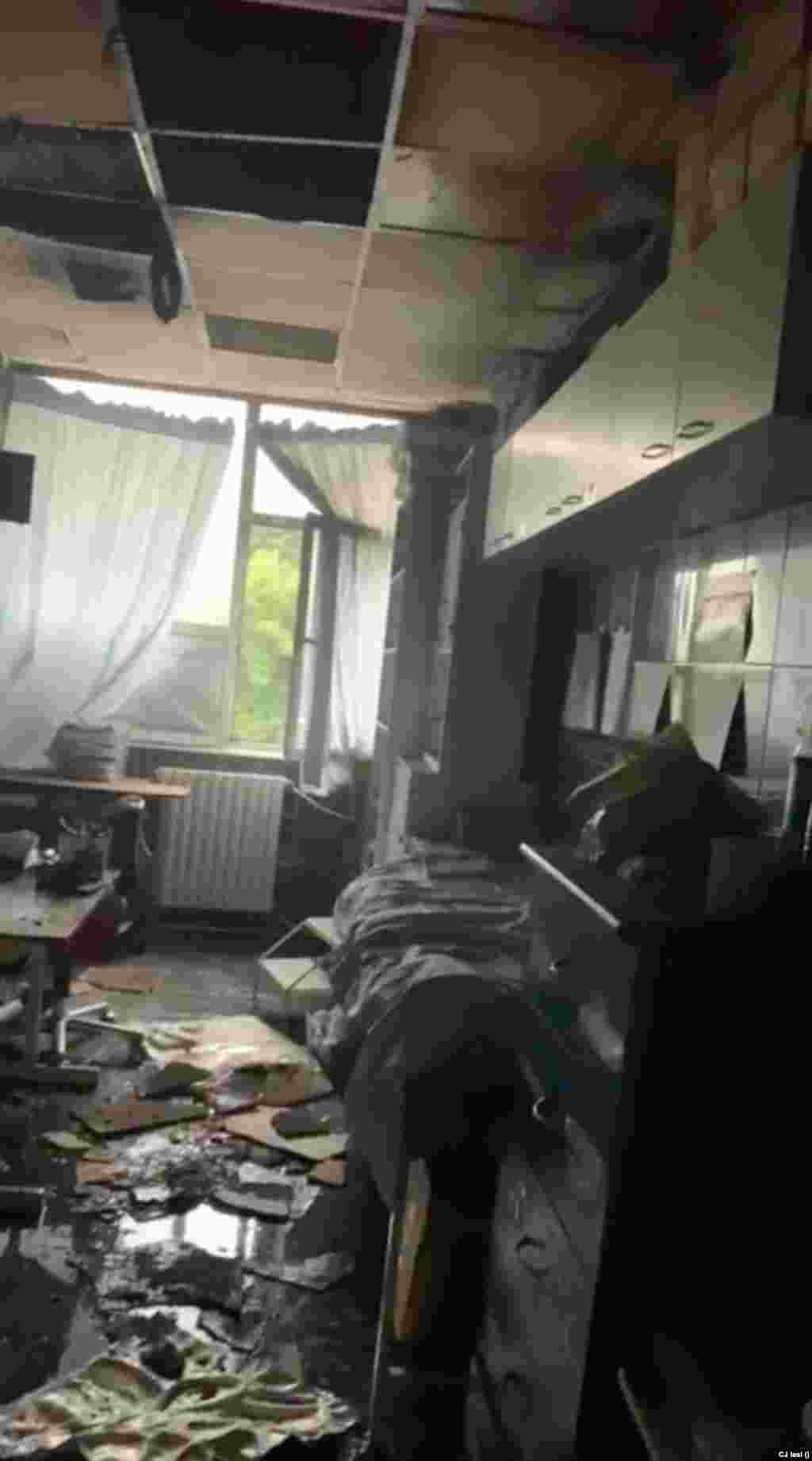 Încăperea unde a izbucnit incendiul a fost distrusă în totalitate.
