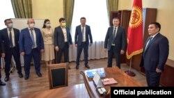 Таалайбек Сарыбашовду Бишкек мэриясында тааныштыруу учуру. 2-август, 2021-жыл