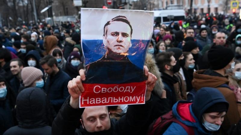Из России: Год Навального и куда ушла четвертая волна протеста