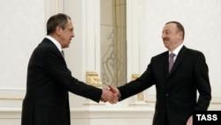Глава МИД РФ Сергей Лавров и президент Азербайджана Ильхам Алиев (справа)