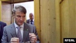 Герман Греф входит в зал Хамовнического суда, 21 июня 2010