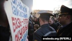 «Russians Go Home!». У Менску прайшоў «Народны сход» супраць расейскай вайсковай базы