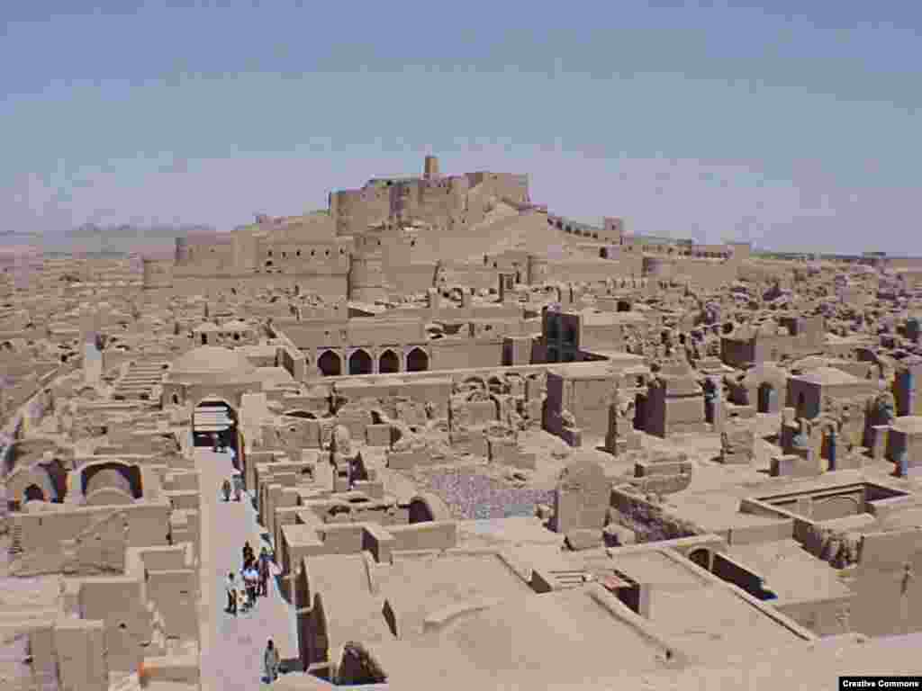 An undated photograph of the historical center of Bam before the earthquake (Creative Commons) - The ancient citadel at Bam is about 2,500 years old. Most of its buildings date from the Safavid dynasty. The fortress and city were largely abandoned after an Afghan invasion in 1722. Afterward, it was gradually resettled.