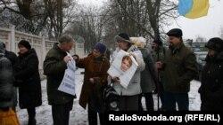 Прихильники Тимошенко біля колонії, де утримують лідерку опозиції, Харків, 3 січня 2012 року
