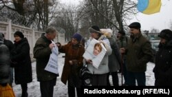Yulia Tymoshenko supporters demonstrate near the penal colony where the opposition leader is jailed.