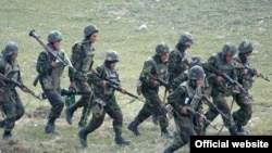 Armenia -- Nagorno-Karabakh -- Karabakh Armenian soldiers hold military exercises, 15Oct2010