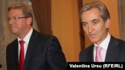 EU commissioner Stefan Fuele (left) meeting with Moldovan Prime Minister Iurie Leancă