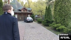Тож знімальна група вирішили подивитися, як гуляють лісом відвідувачі закладу, як раніше зазначив його менеджер