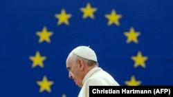 Франция. Папа римский Франциск призывает депутатов Европарламента всячески поддержать мигрантов. Страсбург, 25,11.2014
