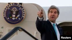 U.S. Secretary of State John Kerry abruptly changed travel plans and has headed to Paris for talks on the Ukraine crisis with Russian Foreign Minister Sergei Lavrov.