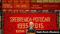 ABŞ-nyň ozalky prezidenti Bil Klinton çykyş edýär. Srebrenisa, 11-nji iýul, 2015 ý.