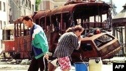 Građani Sarajeva u potrazi za vodom, 11.07.1993.
