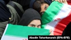 Ирандагы демонстрациянын катышуучулары. Тегеран. 4-ноябрь, 2019-жыл.