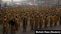 Поддржувачи на Фазлур Реман од Лахоре маршираат кон Исламабад.
