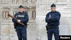 Сотрудники французской полиции. Иллюстративное фото.