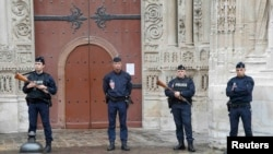 France remains in a state of emergency a year after attacks by Islamic State militants on Paris left 130 people dead.