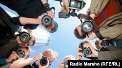 ...Нохчочуьнгара даьлларг баккхийберца даржадо журналисташа