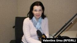 Lilia Calancea în studioul Europei Libere de la Chișinău