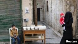 Сириянын Алеппо шаарындагы аял балдары менен