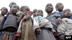 شمار فقيران در آفریقا طی ۲۵ سال گذشته از ۲۰۰ ميليون نفر به ۳۸۰ ميليون نفر افزايش يافته است. (عکس: AFP)