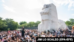 Protestatari la Memorialul Martin Luther King din Washington. 4 iunie 2020