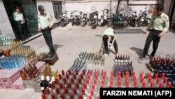 İranda qaçaqmal alkoqolu polislər məhv etməyə hazırlaşır