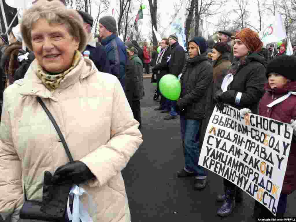 Правозащитник Светлана Ганнушкина (слева) и самая молодая участница митинга, 7 лет