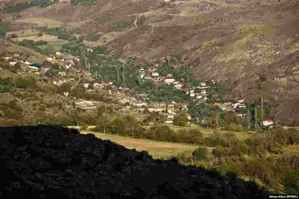 Çaykənd Göy Göl rayonunun gözəl, səfalı kəndlərindən biridir. Kənd Kürəkçay boyu, çayın hər iki sahilində salınıb. Bir tərəfi meşəli dağlar, digər tərəfi isə Yeni Zod və Azad kəndləridir.