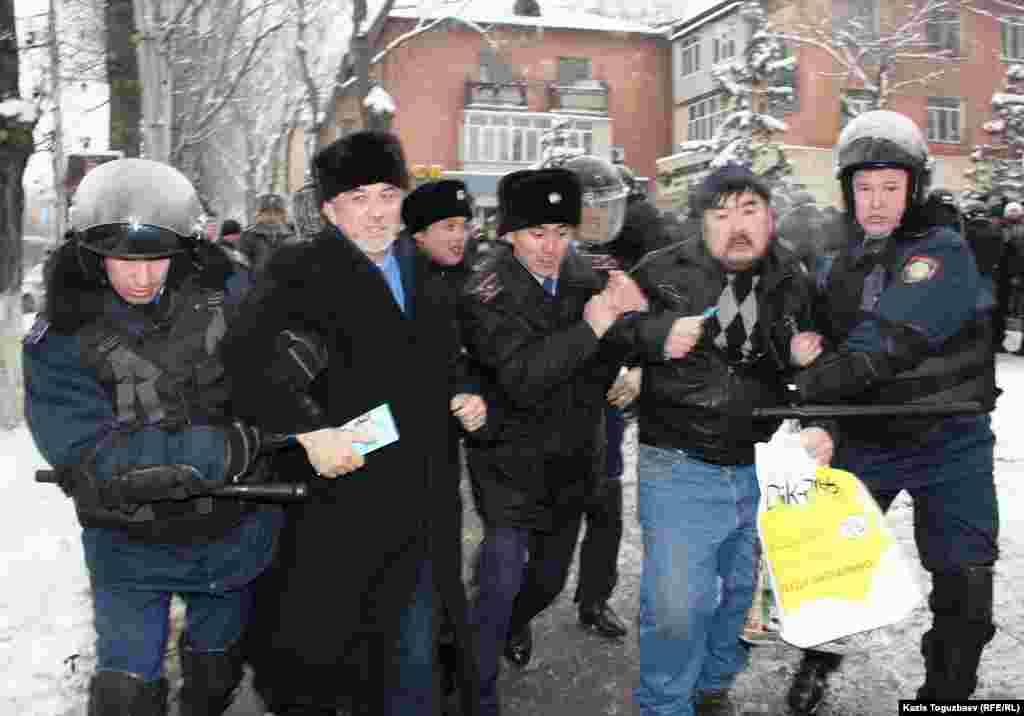 Полиция задерживает участников пикета против действия властей в Жанаозене, среди них политик Хасен Кожа-Ахмет (второй слева). Алматы, 17 декабря 2011 года.