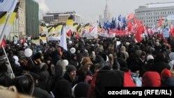 Участники митинга на Болотной площади, Москва, 4 февраля 2012 года.