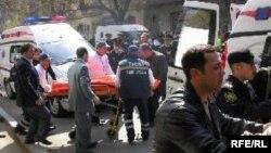 Նավթային ակադեմիայում ահաբեկչությունից տուժածներին օգնություն է ցուցաբերվում, Բաքու, 30-ը ապրիլի, 2009թ.