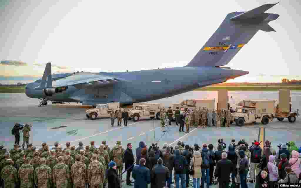 Українська армія отримала від США сучасні радіолокаційні станції. Львів, 14 листопада 2015 року. Більше про це ТУТ