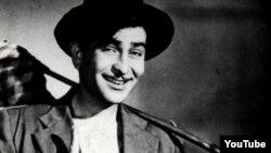 """Vaxtilə Azərbaycanda çox məşhur olan""""Avara"""" filmində aktyor Raj Kapoor."""