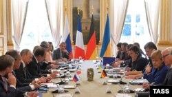 Під час зустрічі делегацій у повному складі в Парижі, 2 жовтня 2015 року
