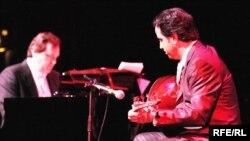 عازف العود الأستاذ أحمد مختار, في أمسية موسيقية بلندن