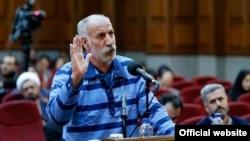 محمد ثلاث میگوید راننده اتوبوس نبوده و به دلیل «چند ساعت شکنجه» در کلانتری به این موضوع اعتراف کرده است.