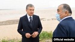 Президент Узбекистана Шавкат Мирзияев (слева) и сенатор Абдугани Сангинов.
