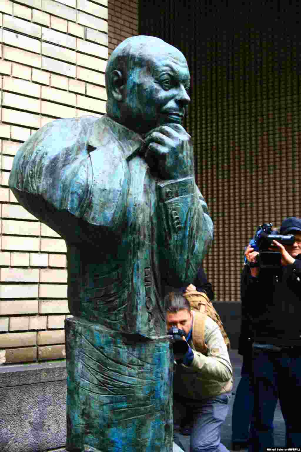 Памятник Егору Гайдару