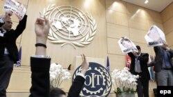 صحنه ای از اعتراض ها به حضور نماینده ایران در سازمان بین المللی کار