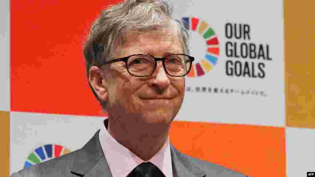Әлемдегі ең бай екінші адам - Microsoft компаниясының негізін қалаушы Билл Гейтс. Оның байлығы 96 миллиард доллардан асады.